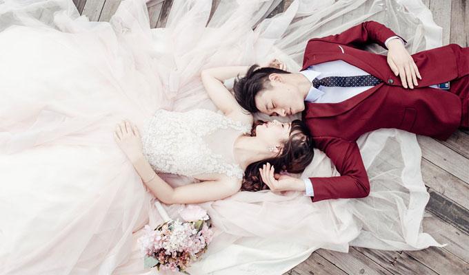 日本の伝統的な一夫一婦の結婚式